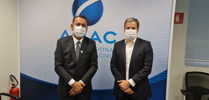 Prefeito se reúne com presidente da ANAC em Brasília para discutir liberação de projetos do aeródromo